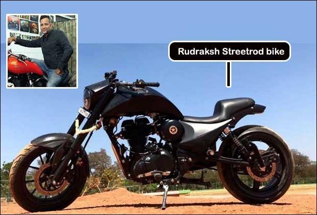 The owner Ricardo Periera (Bulleteer Customs) with  Rudraksh streetrod bike