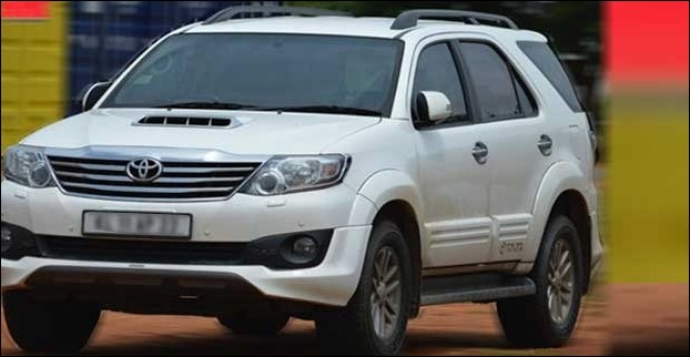 ARAI mileage figure of the Toyota Fortuner with manual transmission is 12.55 kmpl, whereas the automatic delivers 14 kmpl