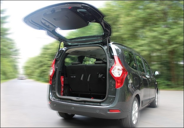 The 207 litre boot space can be extended upto 589 litres by folding 3rd rows seats in Renault Lodgy MPV