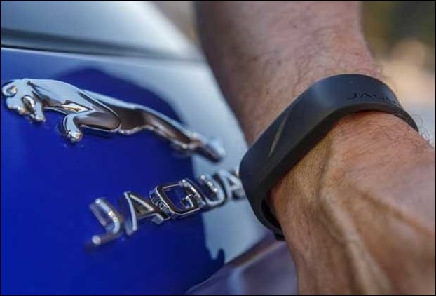 With just a touch of this wrist band you can lock or unlock your Velar